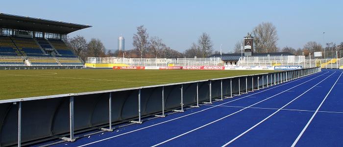 JEZT - Das Ernst-Abbe-Sportfeld nach dem Abbau der Flutlichtmasten