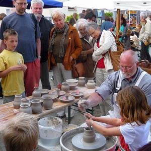 JEZT - Lichtstadt.News - Der traditionelle Töpfermarkt in Bürgel