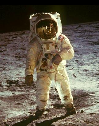JEZT  - Buzz Aldrin auf dem Mond - NASA Foto - bearbeitet