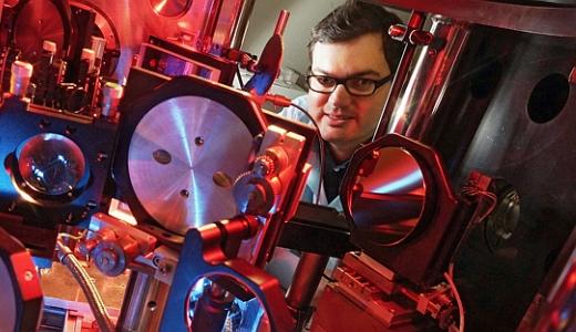 JEZT - Der Physiker Dr. Christian Roedel von der Friedrich-Schiller-Universitaet Jena forscht in Stanford