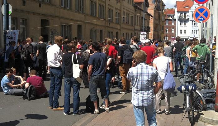 JEZT - Die Räumung des besetzten Hauses in der Carl-Zeiss-Strasse 11 in Jena wurde mit großem Interesse beobachtet