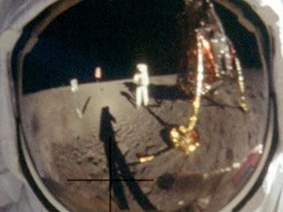 JEZT - Neil Armstrong Selbstportrait - NASA Foto