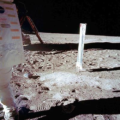 JEZT - Neil Armstrong auf dem Mond - NASA Foto