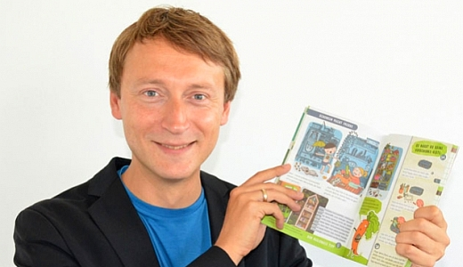 JEZT - Stadtentwicklungsdezernent Denis Peisker praesentiert das neue Moerchenheft - Foto © Barbara Glasser - Stadt Jena
