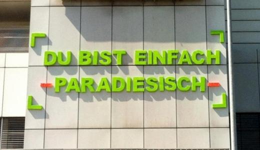 JEZT - Du bist einfach paradiessich - Schriftzug von HUDY an der Schillerpassage in Jena