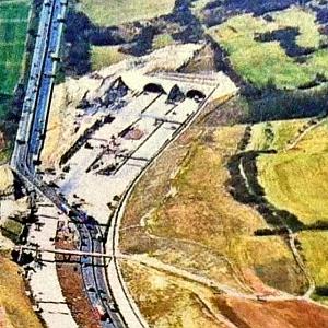 JEZT - Luftbildaufnahme vom Westportal des Jagdbergtunnels - Foto © TLBV