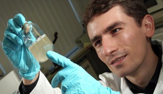 JEZT - Mikrobiologe Dr Torsten Schubert - Foto © FSU Jena JP Kasper