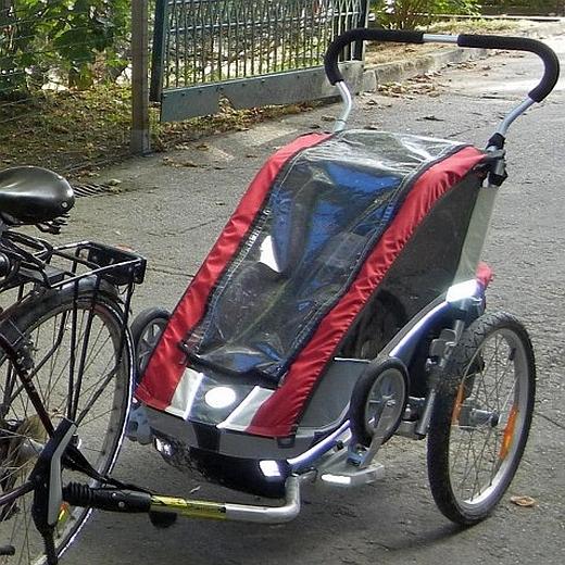 JEZT - Der in Jena gestohlene Fahhradanhaenger der Marke Chariot Cougar - Foto veröffentlicht von der LPI Jena