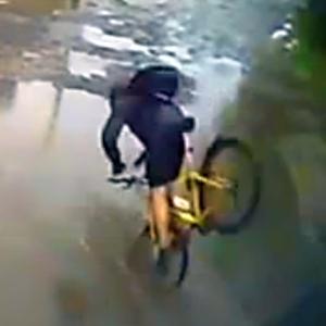 JEZT - Ice Bucket Challenge fuer Radfahrer oder Unterschaetze niemals eine Pfuetze