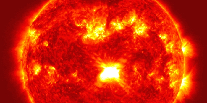 JEZT - Satellitenfoto von Eruptionen auf der Sonne - Foto © NASA