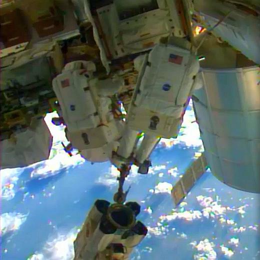 JEZT - Alexander Gerst bei seinem ISS Ausseneinsatz 2014-10-07 - Image 1 © NASA Livestream