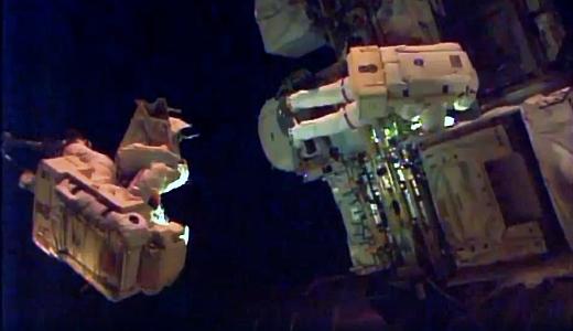 JEZT - Alexander Gerst bei seinem ISS Ausseneinsatz 2014-10-07 - Image 3 © NASA Livestream