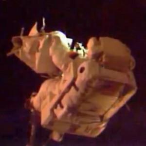 JEZT - Alexander Gerst bei seinem ISS Ausseneinsatz 2014-10-07 - Image 4 © NASA Livestream