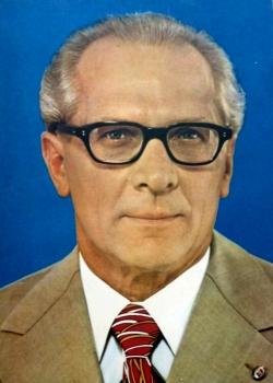 JEZT - Offizielles DDR Portrait der Staatsratsvorsitzenden Erich Honecker - Abbildung © MediaPool Jena