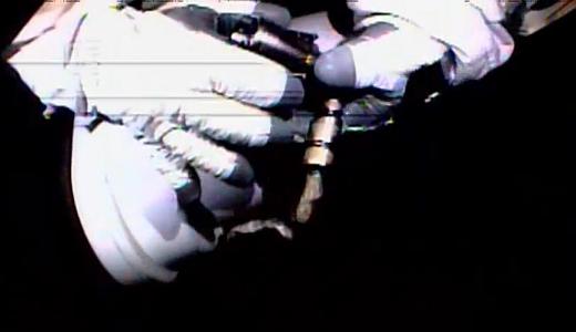 JEZT - Wiseman und Gerst bei ihrem ISS Ausseneinsatz 2014-10-07 - Image 2 © NASA Livestream