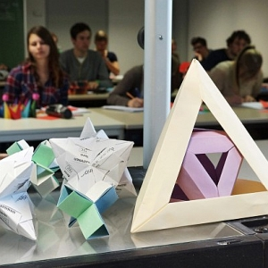 JEZT - Origami in der Mathevorlesung - Foto © FSU Jena JP Kasper