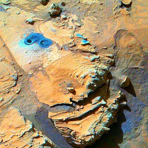 JEZT - Bohrung des Mars-Rovers Curiosity am Fusse des Aeolis Mons Mount Sharp -  Foto © NASA - Bildbearbeitung von InterJena