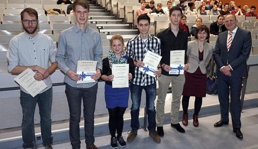 JEZT - Mit einem Buecherstipendium der Dr. Wolfgang Blaeser-Stiftung wurden im Dezember 2014 Jurastudenten der FSU ausgezeichnet - Foto © FSU JP Kasper