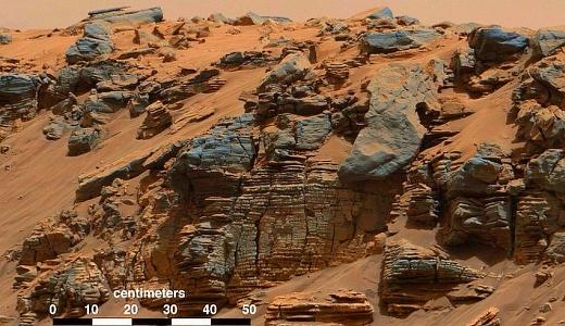 JEZT - Weitreichende Sedimentschichten in Gestein im Gale Krater - Abbildung © NASA + Bearbeitung InterJena