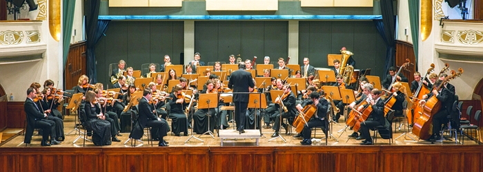 JEZT - Die Jenaer Philharmonie mit GMD MArc Tadue - Foto © Philharmonie Jena Scholl