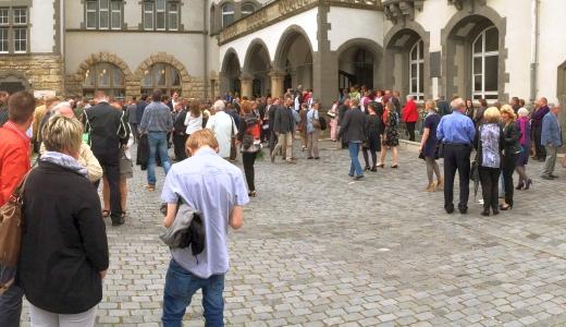 JEZT - Die Menschen drsengt es ins Volkshaus - Symbolfoto © MediaPool Jena