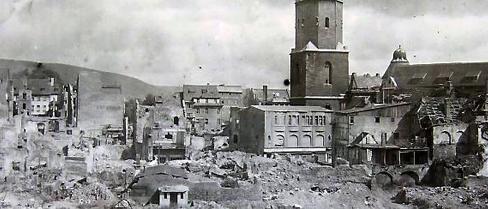 Blick auf das 1945 zerstoerte Stadtzentrum von Jena – Foto © Sammlung Frank Doebert