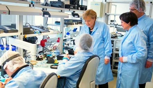 JEZT - Bundeskanzlerin Angela Merkel besucht Optronik Jena - Foto © Bundesregierung Pressesprecher