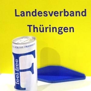 Schild und Energy-Drink beim FDP Parteitag 66 in Berlin 2015 - Foto © FDP Jena