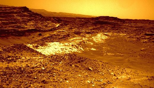 JEZT - Der Uebergang von hellem zu dunklerem gestein auf dem Mars - Aufnahme des Curiosity Rovers © NASA - Bildbearbeitung © InterJena - Zum Vergroessern bitte anklicken