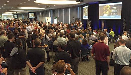 JEZT - NASA scientists watching the New Horizons livestream - Foto © NASA