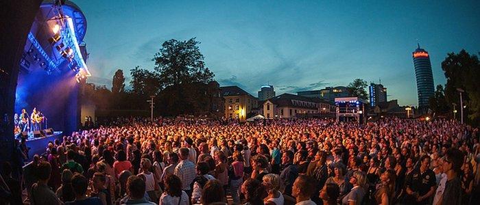 JEZT - Publikum bei einem Konzert der Kulturarena Jena - Foto © JenaKultur Holger John