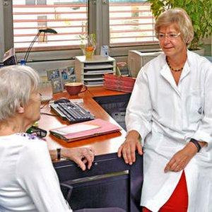JEZT - Die Osteologin PD Dr. Gabriele Lehmann betreut Patienten mit Knochenerkrankungen am Uniklinikum Jena - Foto © UKJ Schacke