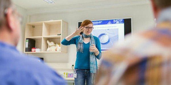 JEZT - Im Jenaer Tinnitus-Zentrum absolvieren die Patienten ein fuenftägiges Therapieprogramm - Foto © UKJ Schroll
