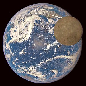 JEZT - Moon Earth Transit - EPIC Camera of DSCOVR - Abbildung © NASA NOAAl - Farbaufarbeitung © InterJena