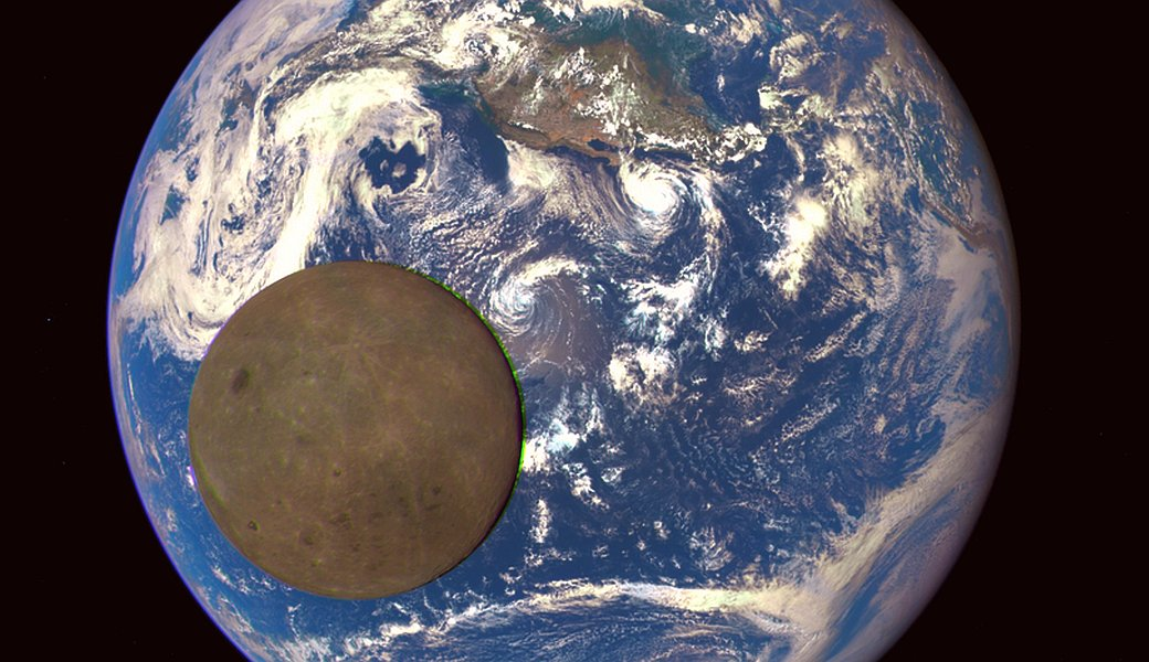 JEZT - Moon Earth Transit - Earth Polychromatic Imaging Camera - Distance 1500000 km - Abbildung © NASA NOAAl - Farbaufarbeitung © InterJena