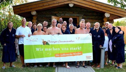 JEZT - Ueber 1400 Euro wurden von Saunafreunden fuer todkranke Kinder des Kinder- und Jugendhospizes Mitteldeutschland gesammelt  Foto © Badehaus Nordhausen