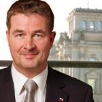"""""""Merkel: Ja, Weiler: Nein"""" – Eklat um Aserbaidschan-Reise der Bundeskanzlerin, nach Einreiseverbot für MdB"""