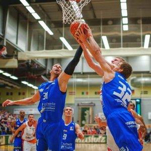 JEZT - No easy baskets - In dieser Szene bilden Guido Gruenheid und Richard Rietschel das Jenaer Bollwerk unterm Korb - Foto © Science City Christoph Worsch