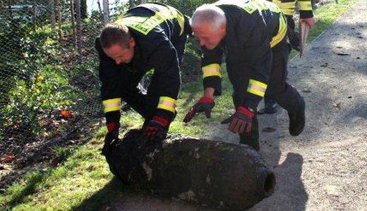 JEZT - Spezialkräfte bei der Bergung der Fliegerbombe am Burgauer Weg - Bildquelle LPI Jena