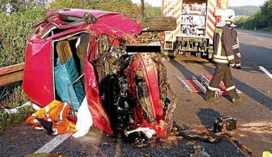 Verunfallter Toyota auf der A4 bei Jena - Bildquelle API Hermsdorf