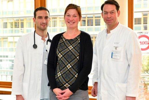 JEZT - Das Team der Kardiologie um Prof Dr Christian Schulze) und Dr Daniel Kretzschmar wird Antje M. auch weiterhin betreuen - Foto © UKJ Szabo