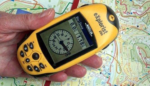JEZT - GPS-Empfänger ueber einer Wanderkarte von Jena - Foto © FSU JP Kasper