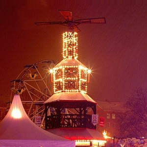 JEZT - Thueringes groesste Weihnachtspyramide steht in Jenas - Foto © MediaPool Jena Streng