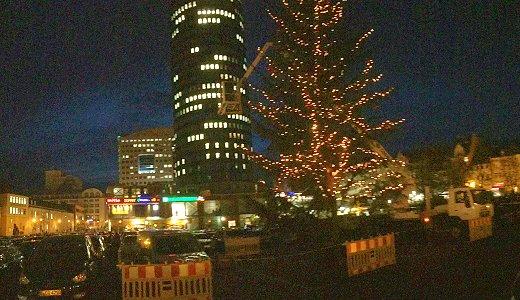 JEZT - Weihnachtsbaummontage auf dem Eichplatz - Foto © MediaPool Jena