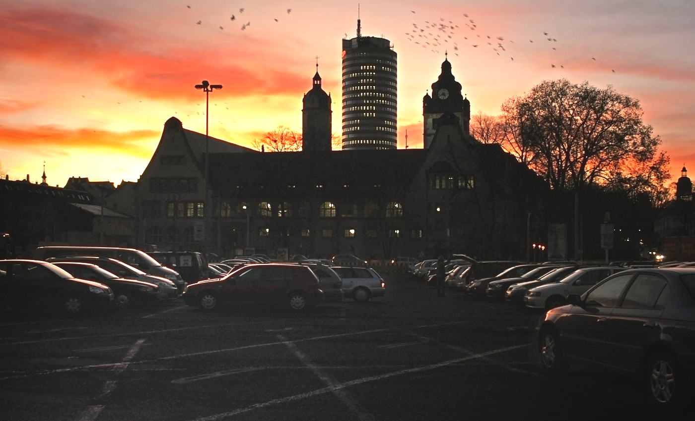 JEZT - Der Inselplatz Parkplatz und die Jenaer Universität - Foto © MediaPool Jena Peter Vitzthum