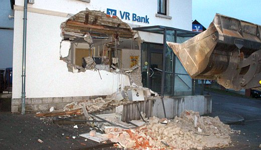Bankeinbruch in Mellingen mit einem Radlader - Foto 2 - Bildquelle LPI Weimar
