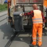 Ein MItarbeiter vom Entsorgungsdienst des Kommunalservice Jena bei der Arbeit - Foto © KSJ