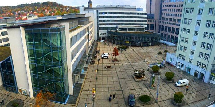 JEZT - Der Ernst-Abbe-Platzt mit Campus Hörsälen und Mernsa der Friedrich-Schiller-Universität Jena - Foto © MediaPool Jena