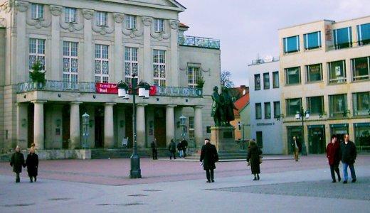 JEZT - Der Theaterplatz in Weimar im Jahre 2002 - Foto © MediaPool Jena