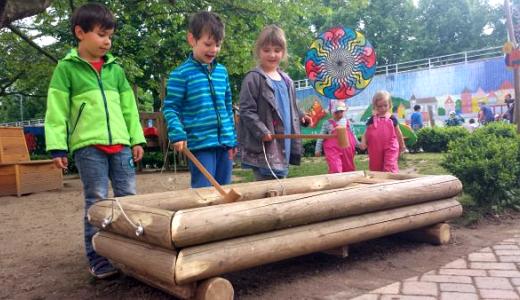 JEZT - Kinder Spielen im Außenbereich der Kita Glühwürmchen - Foto © ASB Jena